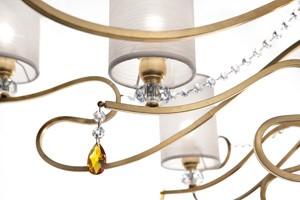 Delhia chandelier, Lámpara con las líneas sofisticadas con efecto dramático