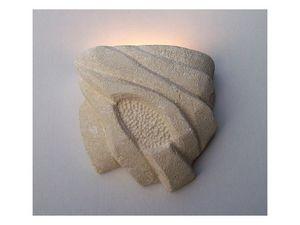 Nebio, Lámpara de pared, de piedra tallada