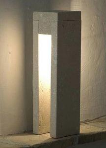 Oso, Lámpara de pie hecha de piedra, luz incandescente