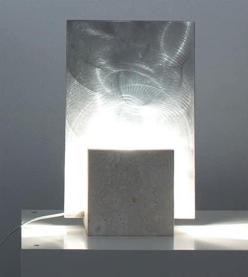 Reflex Steel, Lámpara de pie hecha de piedra, forma cuadrada