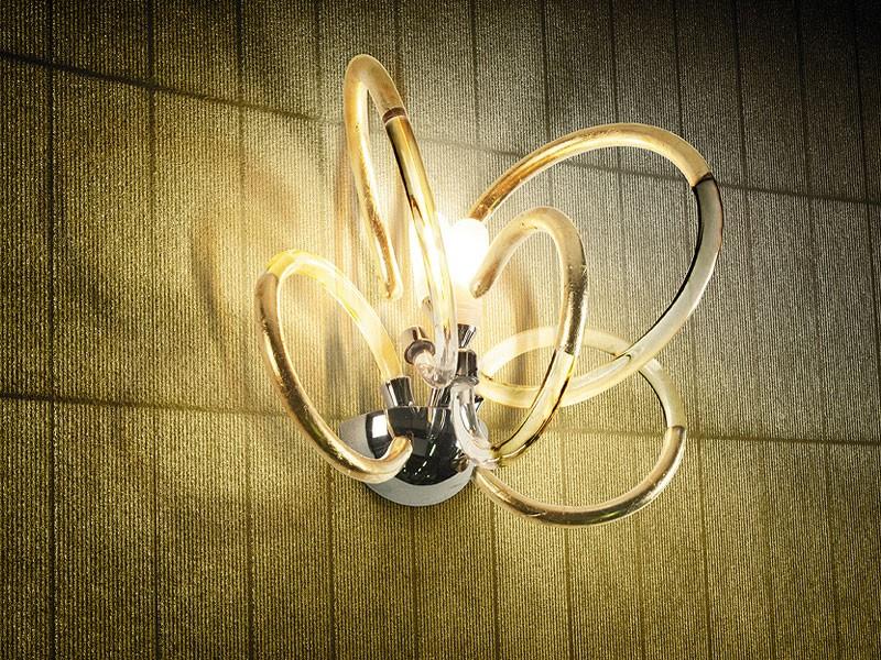 Vogue applique, Lámpara de pared en latón con difusores de cristal de alambre