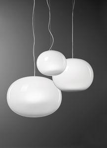 Aria, Lámpara de suspensión en vidrio soplado blanco.