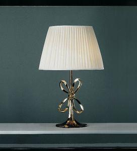 Art. 3085-01-00, Lámpara con pantalla de seda.