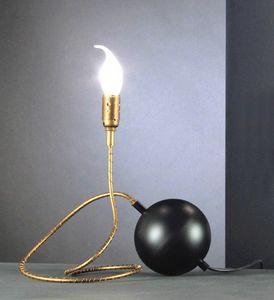 Art. TNT, Lámpara de mesa en forma de bola de dinamita