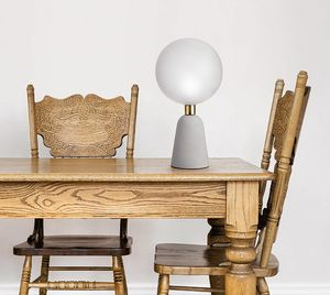 Lunar, Lámpara de mesa con base de hormigón