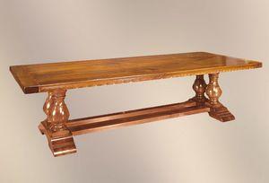 192, Mesa con materiales preciosos, con incrustaciones de madera de rosa.
