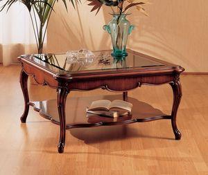 Art. 220/Q, Pequeña mesa con patas decoradas, sala de estar