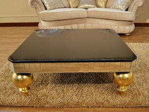 Art. 2406 Valentina Day, Pequeña mesa preciosamente decorada para la habitación