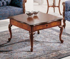 Art. 3590, Mesita de madera estilo Luis XV.