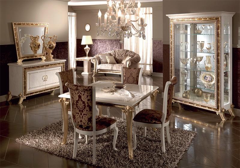 Mesas de comedor clásicas, en madera decoradas con pan de