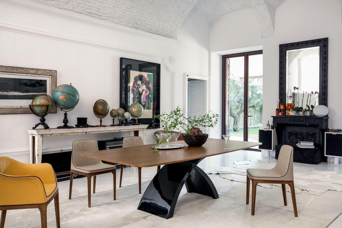 Mesa con tapa de madera, la base de aglomerado de mármol | IDFdesign