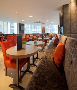 Radisson Hotel tablas personalizadas, Mesas de bar oval, hecho a medida para el hotel Radisson