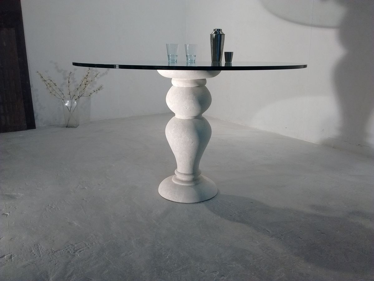 700 mesa, Mesa de comedor, con tapa de cristal redonda, base de piedra de Vicenza
