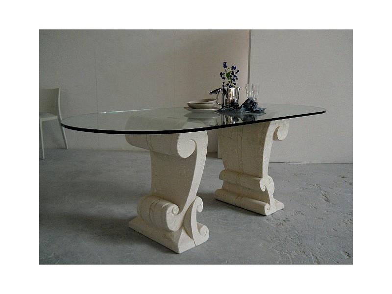 Eliseo, Mesa con dos bases de piedra tallada