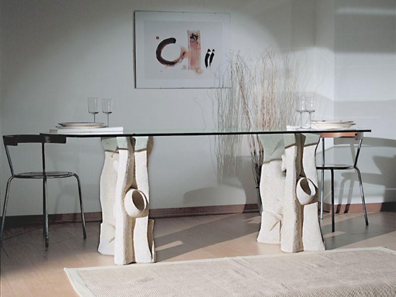 Magellano, Mesa de comedor con tapa de cristal y base de piedra
