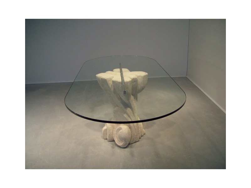 Nuoveau, Mesa ovalada con tapa en vidrio, base hecha de piedra