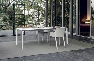 Maki outdoor, Mesa exterior, con un diseño elegante.