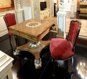 Mesa de juego pequeña, Mesa de juego con incrustaciones en la parte superior y base tallada