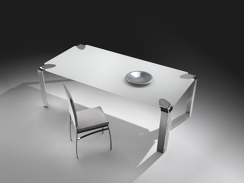 Mesa de comedor con base metálica, tapa de cristal | IDFdesign