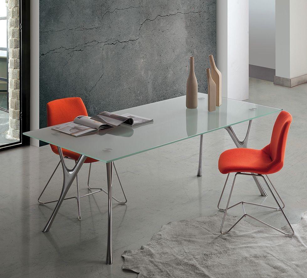 Pegaso 2, Diseño de tabla de aluminio con tapa de cristal transparente