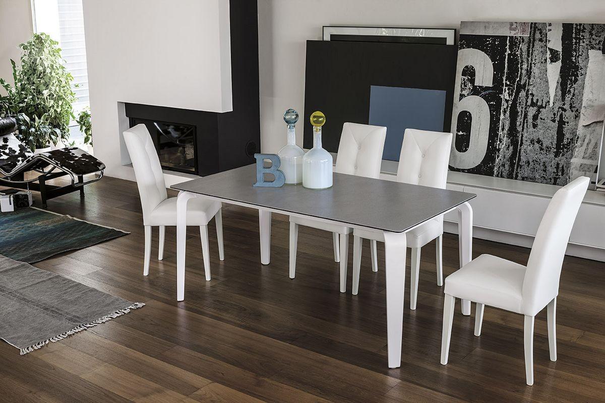 Vidrio Mesa extensible adecuados para los comedores modernos | IDFdesign
