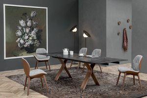 STILL, Mesa fija o extensible, con base de madera curvada y sobre de cerámica.