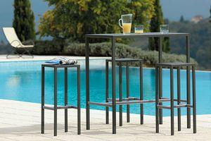 Seaside, Mesa exterior de acero galvanizado.