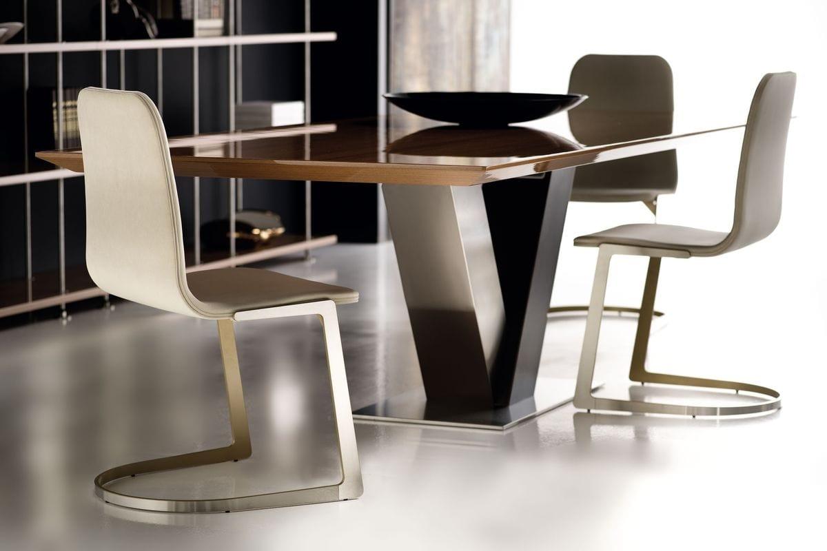 Totò, Mesa de comedor con base de acero y tapa de madera