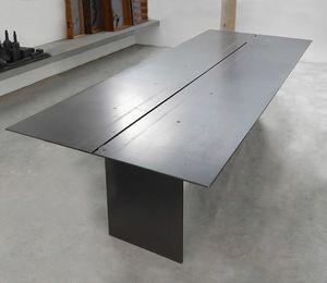 ART. 262/F STEEL, Elegante mesa, de metal recubierto de cera