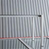 Space cod. 103, Duradera mesa de aluminio anodizado para bares y hoteles
