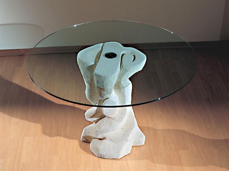 Mezzaluna Flangia, Mesa redonda con base de piedra, la tapa en vidrio