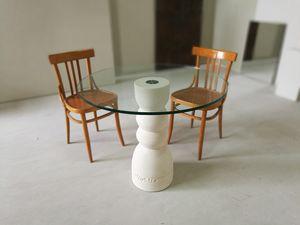 Oso table, Mesa de comedor con base de piedra y la tapa en vidrio