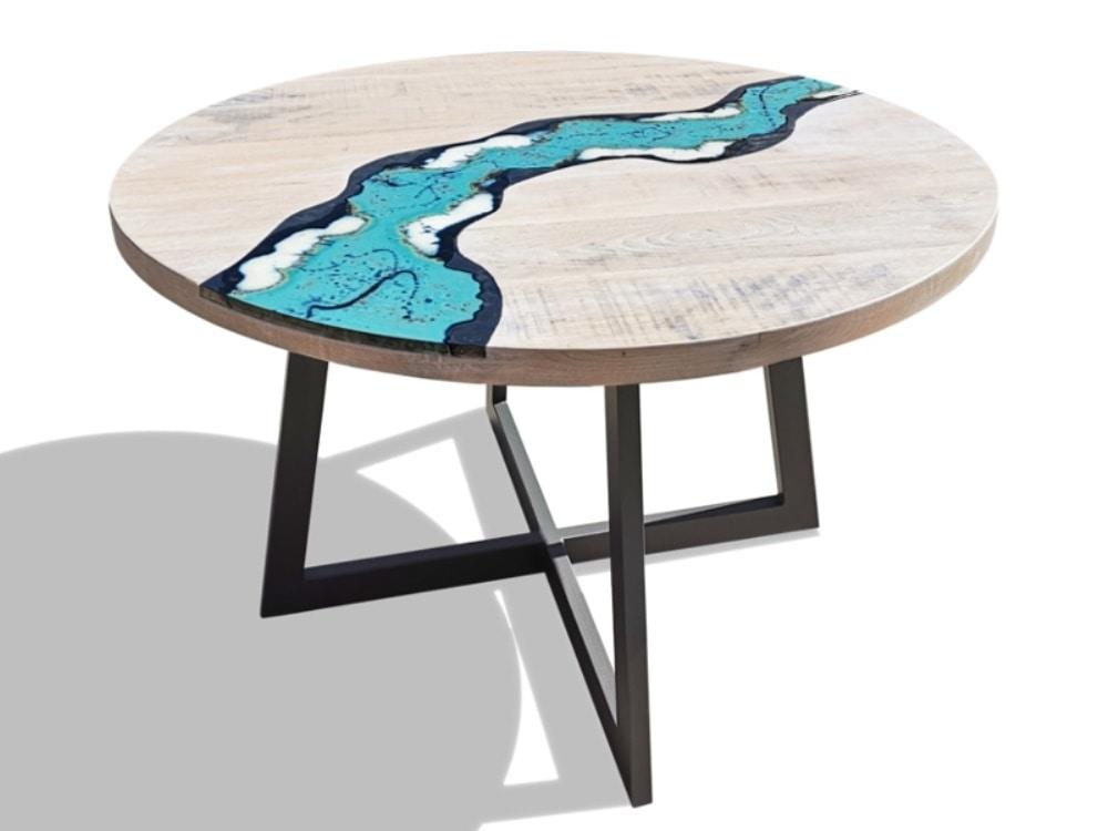 River Oceanside, Mesa redonda en madera y piedra volcánica
