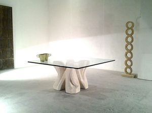 Dadà, Mesa de centro en piedra tallada, con tapa de cristal, para la sala de estar