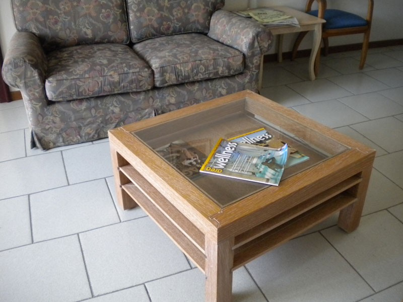 Jolly, Mesa de centro en madera y vidrio, estanterías retráctiles, para sala de estar