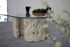 Levante, Mesa de centro para la sala de estar, con base de piedra tallada, tapa de cristal ovalada