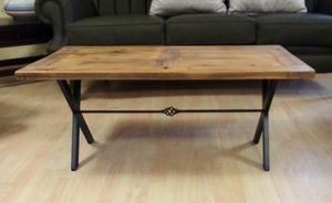 Mesa de centro 03, Mesa de centro con una tapa de madera de aspecto antiguo