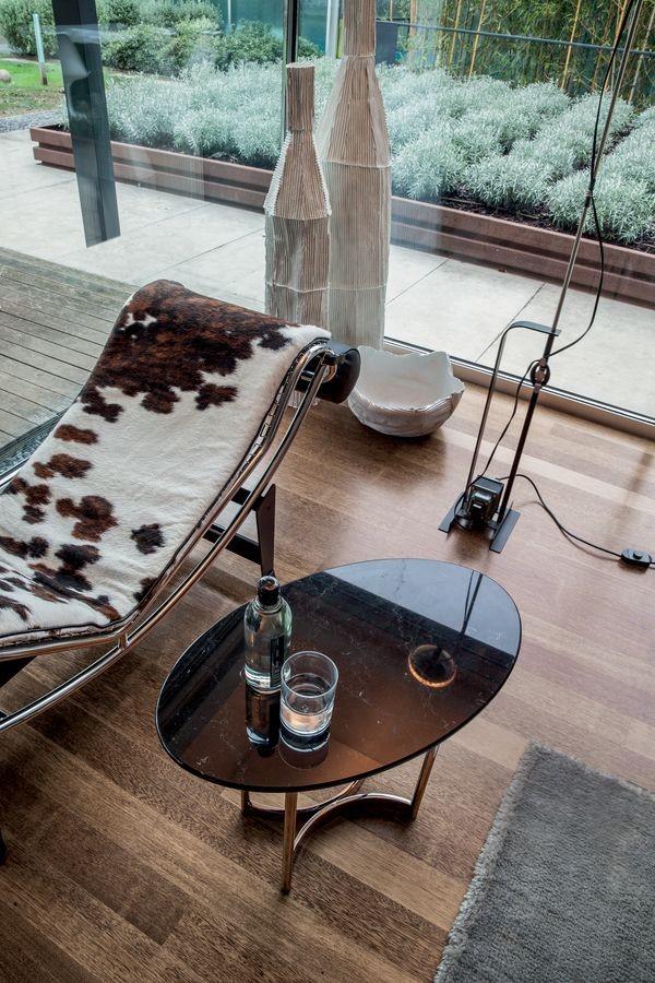 PARIOLI, Mesa de café, la tapa de mármol elíptica, base de metal
