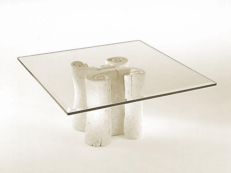 Pergamena, Mesa de centro con tapa cuadrada de vidrio, base de piedra
