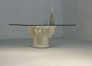 San Giorgio, Mesa de centro con tapa de cristal, base de piedra decorado a mano