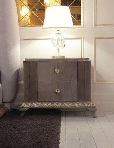 Art. 115, Junto a la cama de lujo, de estilo art-deco, tallados en pan de oro