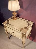 Art. 1340, Mesa con incrustaciones de cabecera de madera, para el clásico hotel