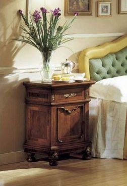 GRANDUCATO / Bedside table, Mesita de noche clásica en madera de nogal para el dormitorio