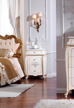 OLIMPIA B / Ivory lacquered nightstand, Mesita de noche de madera maciza, acabados de lujo