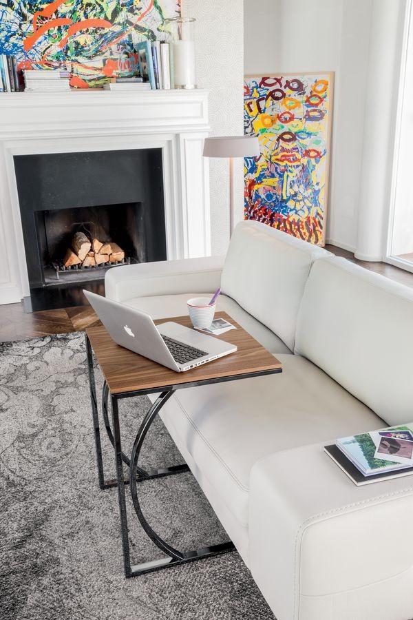 DETROIT, Mesa de café con un diseño lineal, en metal y vidrio, para la sala de lectura