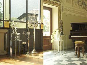 t111 corner, Un par de pequeñas mesas para la sala de estar
