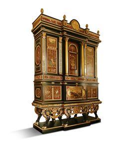 5794, Majestuoso mueble con incrustaciones y canicas