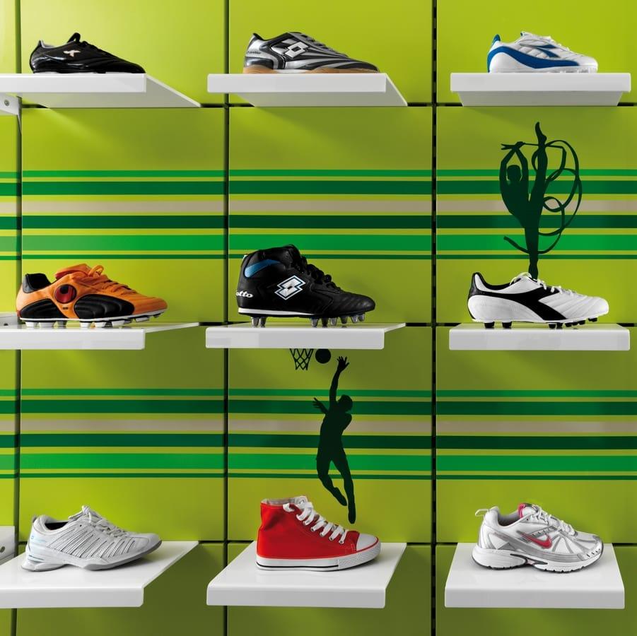 Revolution - muebles para la tienda de ropa deportiva 7966ba021b84f
