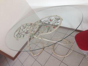TA-MA01, Mesa ovalada, con base forjada y pintada a mano.