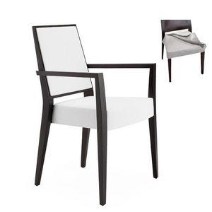 Timberly 01725, Sillón con brazos con estructura de madera maciza, asiento y respaldo tapizados, tela del asiento extraíble, por contrato y uso doméstico